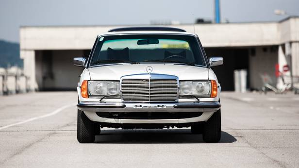 Mercedes Benz W123 280E kühlergrill front