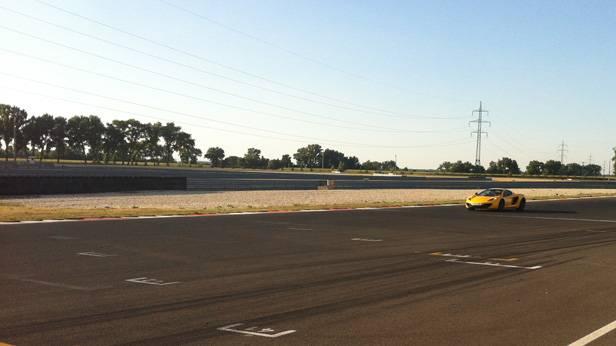 Der McLaren auf der Strecke