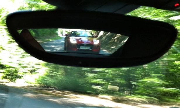 Im Rückspiegel: der Jaguar