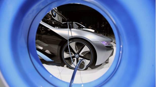 Blick auf den BMW i8 - aus der Sicht der Ladestation.