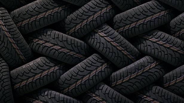 Reifenlager, Kreuz und Quer gelagerte Reifen