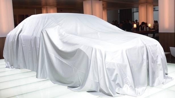 Die noch eingehüllte Mercedes-Benz S-Klasse.