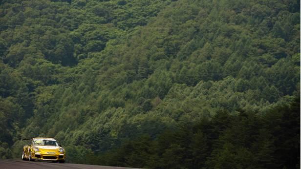 Martin Ragginger im Porsche auf der Rennstrecke in Seoul