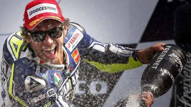 valentino rossi feiert seinen MotoGP sieg in assen