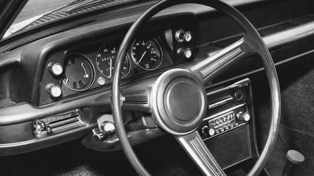 Der Innenraum des BMW 1600-2