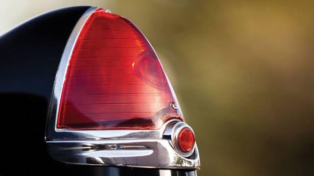 Detailansicht Rücklicht des Cadillac Series 62 Convertible Coupe 1949