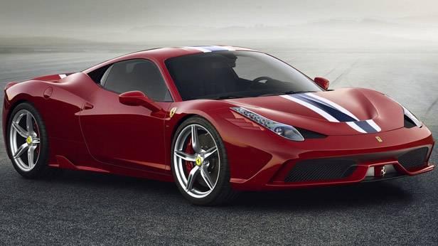 Der Ferrari 458 Speciale von der Seite