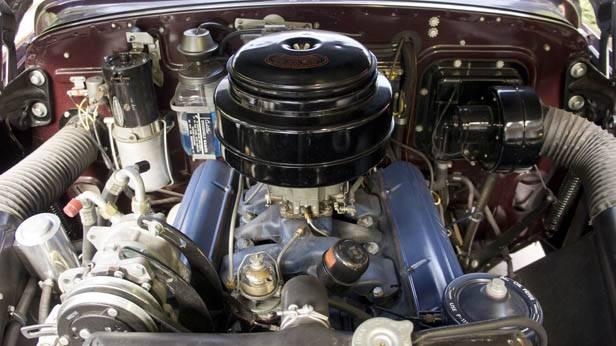 Der Motor des 1949 Cadillac Series 60S Special Fleetwood Sedan