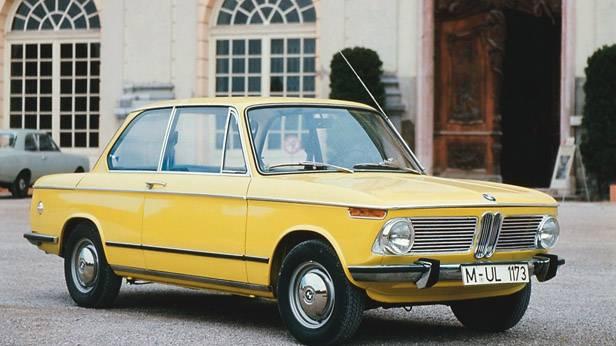 Der BMW 1602 seitlich, in gelb