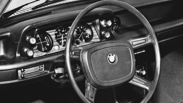 Der BMW 2002 tii innen