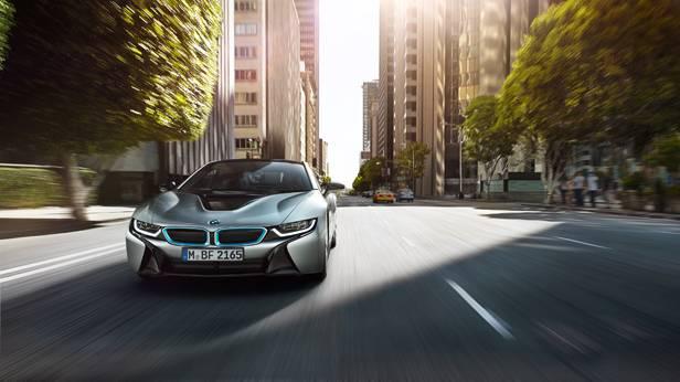 BMW i8 dynamisch vorne