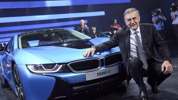 Norbert Reithofer auf der IAA Frankfurt vor einem BMW i8