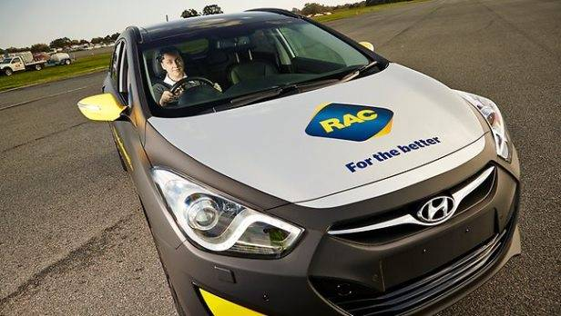 """Ein Auto gegen Ablenkung: Das """"attention-powered"""" car straft unaufmerksame Autofahrer mit Geschwindigkeitsentzug."""