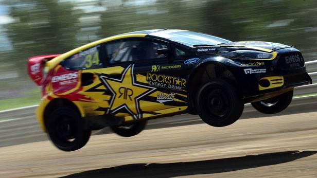 Der Ford Fiesta des Amerikaners Tanner Foust in der Luft