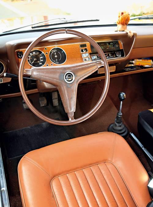 kaufberatung ford capri serie I gold sitze innenraum lenkrad cockpit armaturen