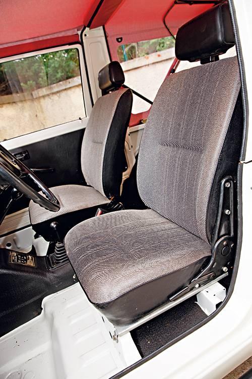 Suzuki sj 410 weiß sitze innen