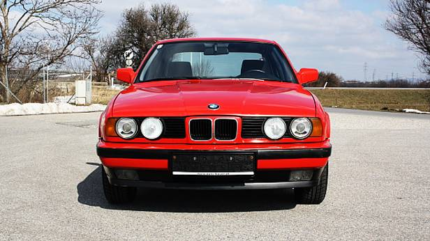 BMW E34 525i M20 rot front