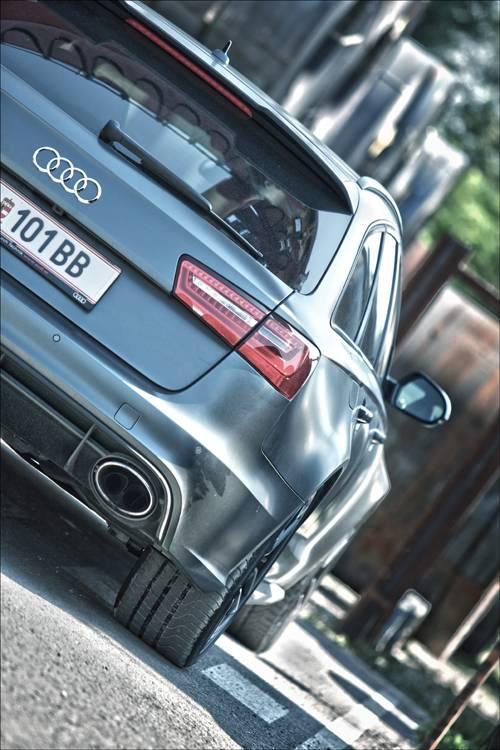 Audi RS6 Avant quattro detail hinten heckleuchte