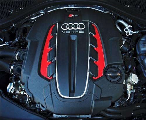 Audi RS6 Avant quattro motor motorraum