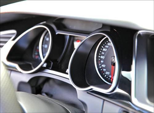 Audi Q3 2,0 TDI quattro S-tronic orange tacho detail armatur