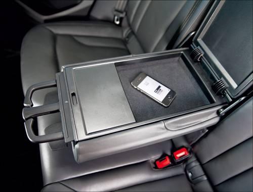 Audi Q3 2,0 TDI quattro S-tronic orange armauflage fach ablage mittelarmlehne innenraum