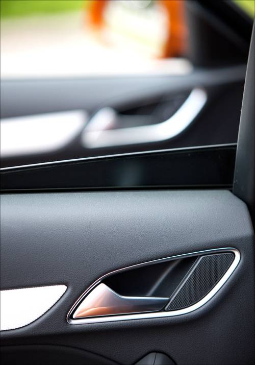 Audi Q3 2,0 TDI quattro S-tronic orange tuergriff detail tuerschnalle
