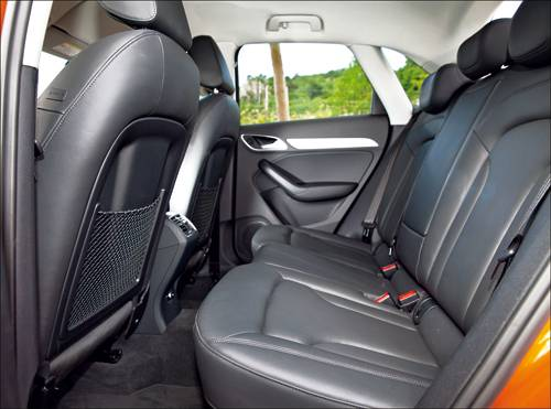 Audi Q3 2,0 TDI quattro S-tronic orange rueckbank sitze hinten Innenraum