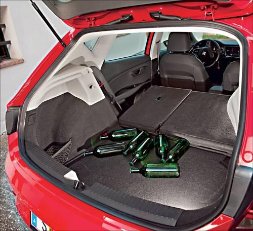 Seat Leon 2,0 TDI DSG Style rot kofferraum