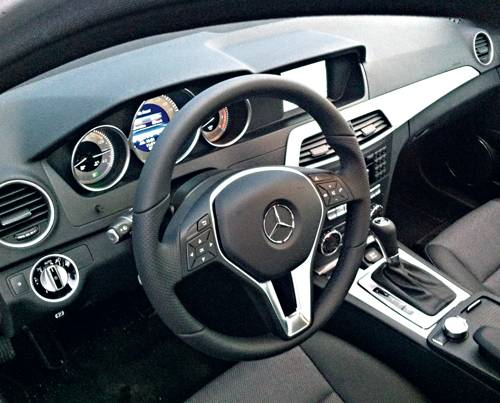 Mercedes Benz C 180 T BlueEfficiency Avantgarde innenraum cockpit