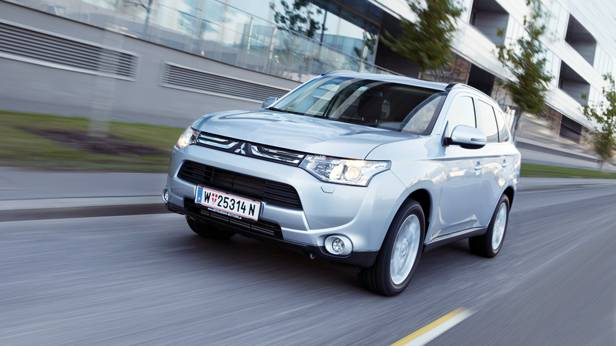 Mitsubishi Outlander 2,2 DI-D Instyle front