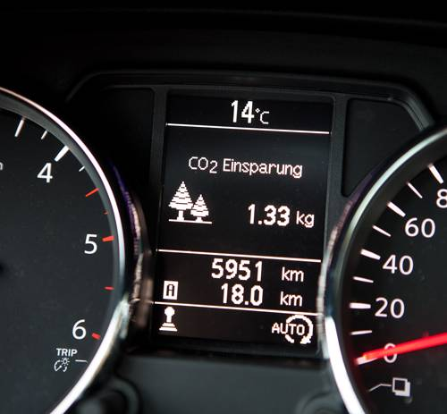 Nissan Qashqai+2 Tekna 1,6 dCi 4x4 anzeige display