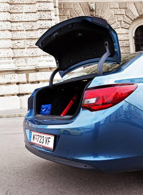 Opel Astra Limousine 1,7 CDTI ecoFLEX Cosmo heckklappe kofferraum