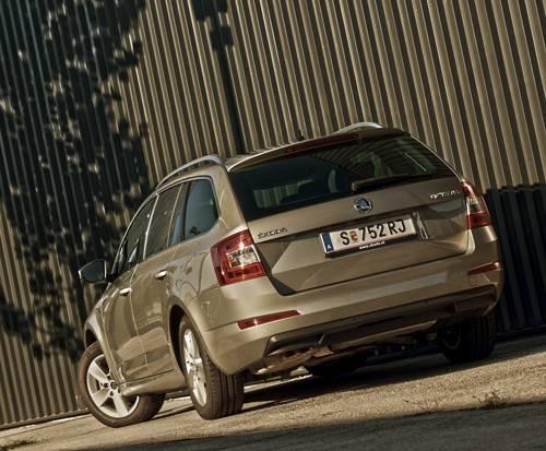 Skoda Octavia Combi Elegance TDI 4x4 heck hinten