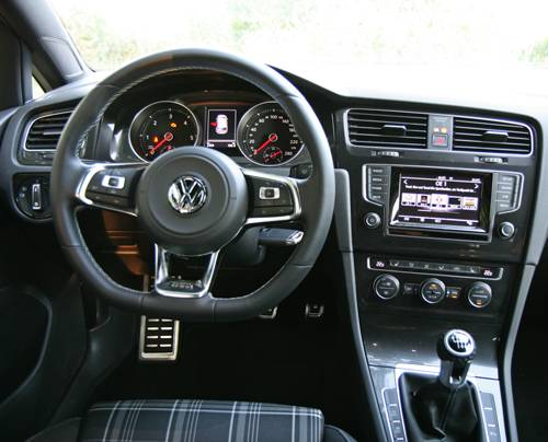 vw golf gtd rot armaturenbrett innenraum cockpit