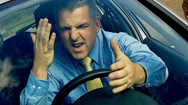 angry driver verzweiflung aufregung fahrer