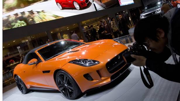 Der Jaguar F-Type auf einer Autoshow