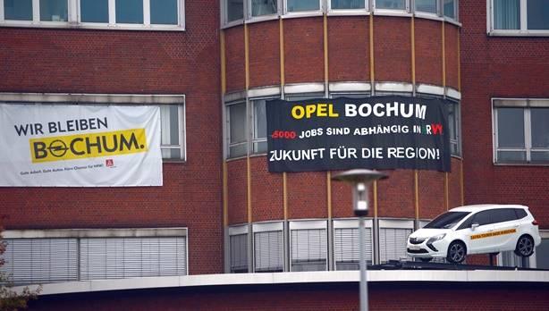 Der Bochumer Betriebsratschef fordert nicht nur Abfindungen, sondern auch qualifizierte Arbeitsangebote in der Region.