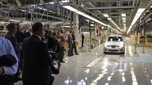 Der erste Saab 9-3, nach der Insolvenz, rollt vom Fließband