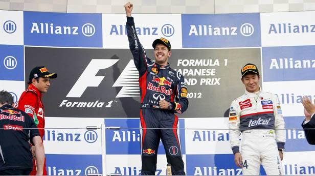 Der Formel-1-Rennfahrer Sebastian Vettel bei der Siegerehrung in Suuka