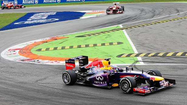 Sebastian Vettel in seinem Rennauto beim GP von Italien