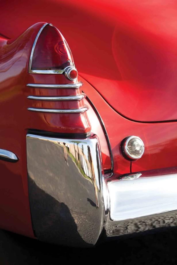 Das Cadillac Series 62 Convertible Coupé 1948 von hinten