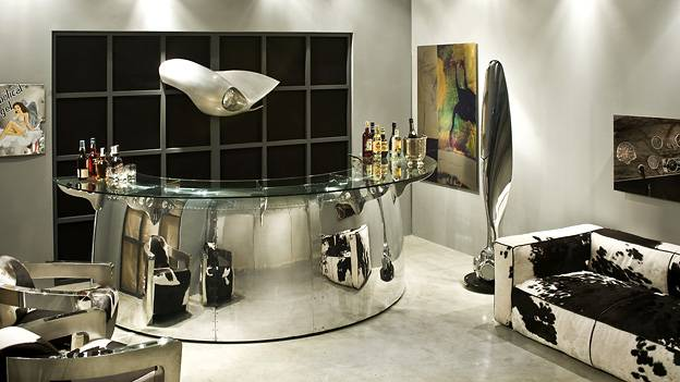 arteinmotion möbel aus flugzeugteilen tisch mit motor