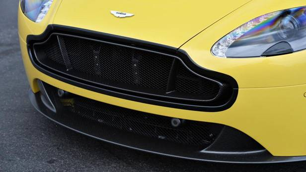 Aston Martin V12 Vantage S, vorne