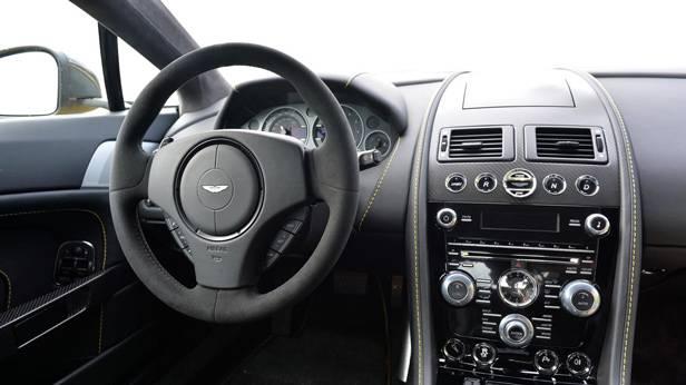 Aston Martin V12 Vantage S, Innen
