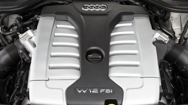 Der Motor des Audi A8 W12 FSI