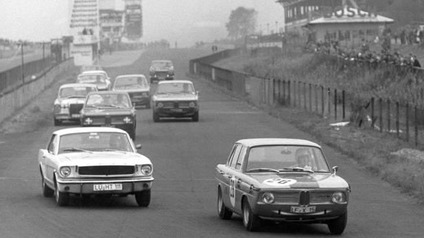 Der BMW 1800 bei einem Rennen