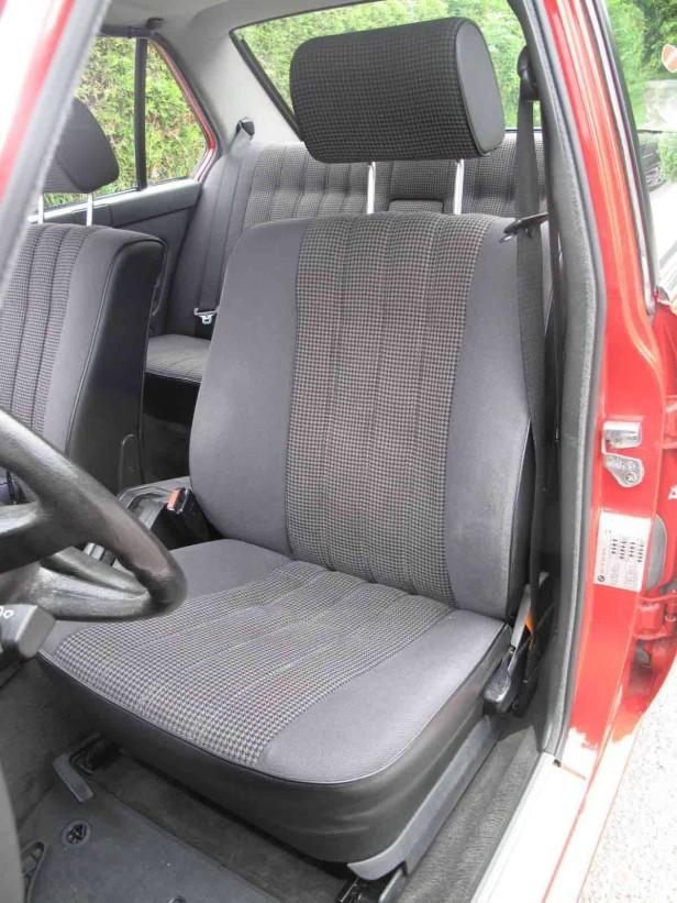 Der Fahrersitz des BMW 524 td
