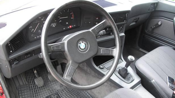 Das Lenkrad des BMW 524 td