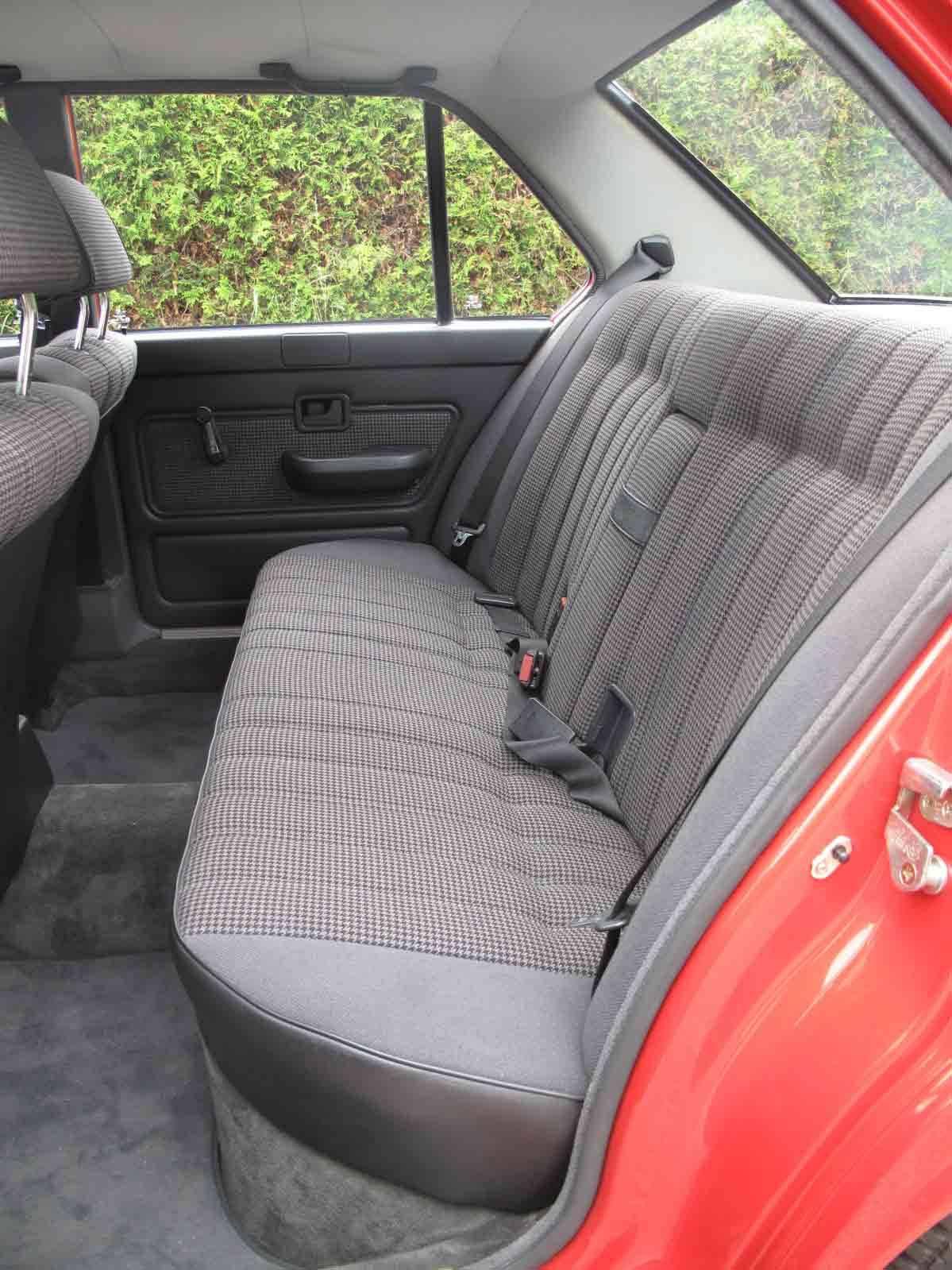 Die Rückbank des BMW 524 td