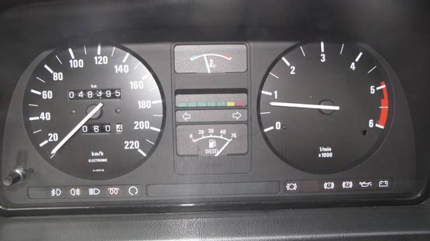 Der Tachometer des BMW 524 td